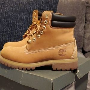 7.5 Timberland boots